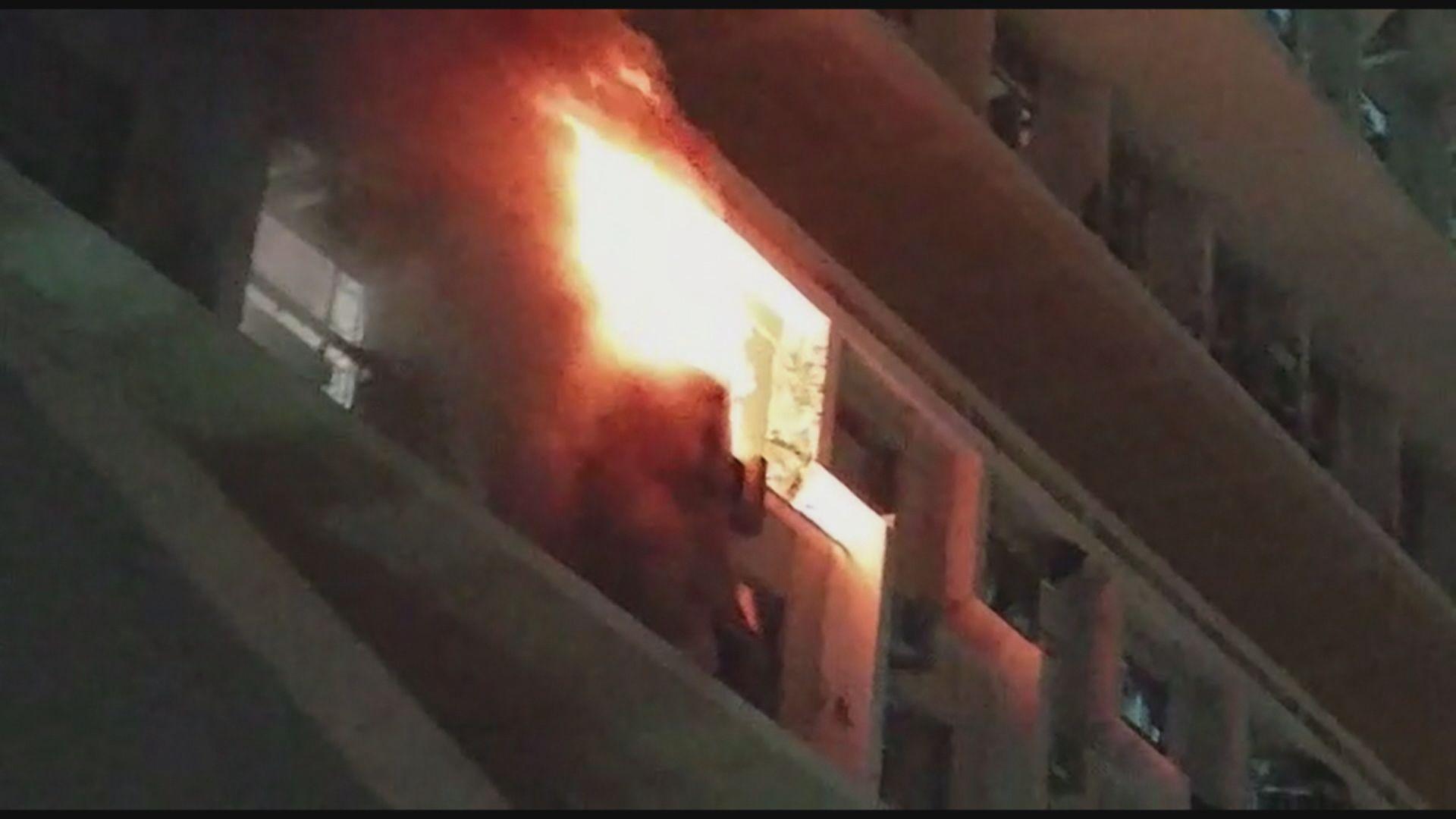 青衣長宏邨單位失火 二百人疏散