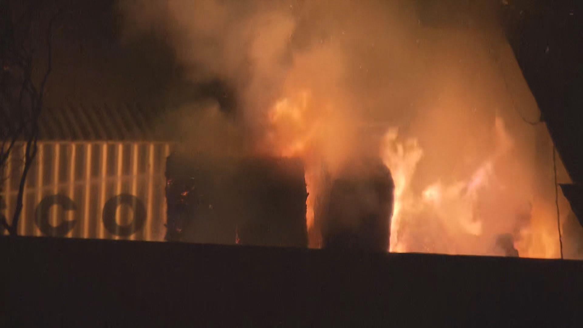 青衣路油庫旁回收場發生二級火