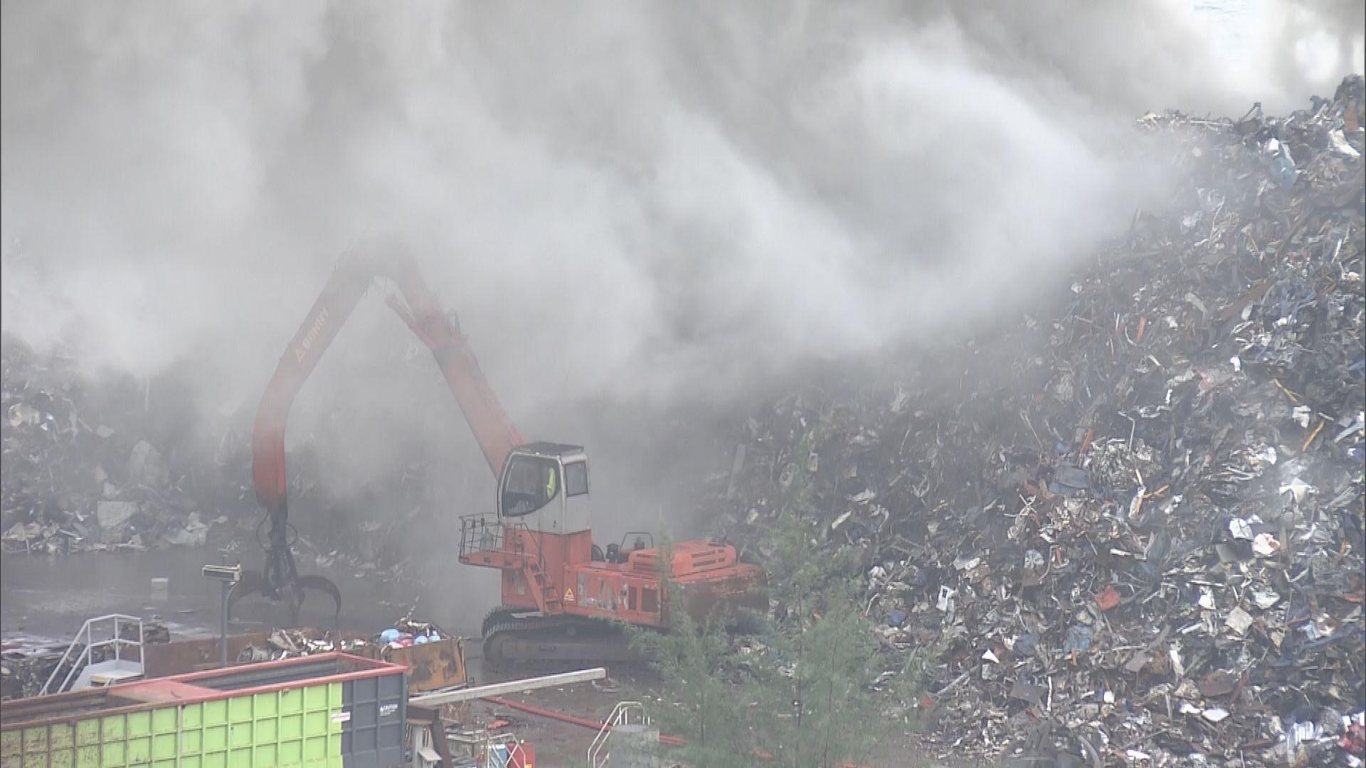 青衣鐵廠二級火焚燒近五小時救熄無人傷 煙霧或影響荃葵青一帶