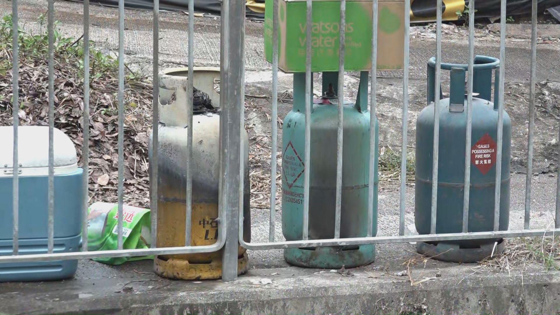元朗田心新村火警釀成一死兩傷 路邊有多罐石油氣