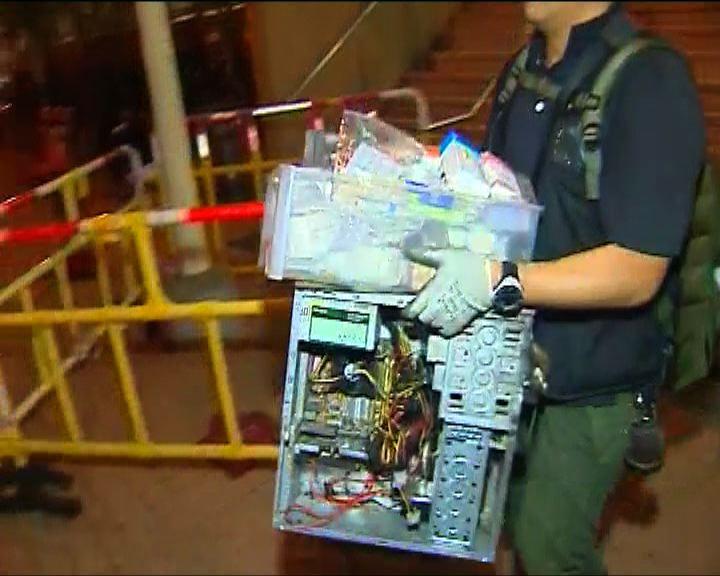 重案組從爆炸單位帶走大批證物