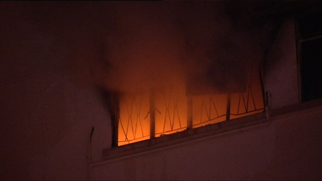 九龍塘住宅疑有電暖爐短路失火 兩女子送院