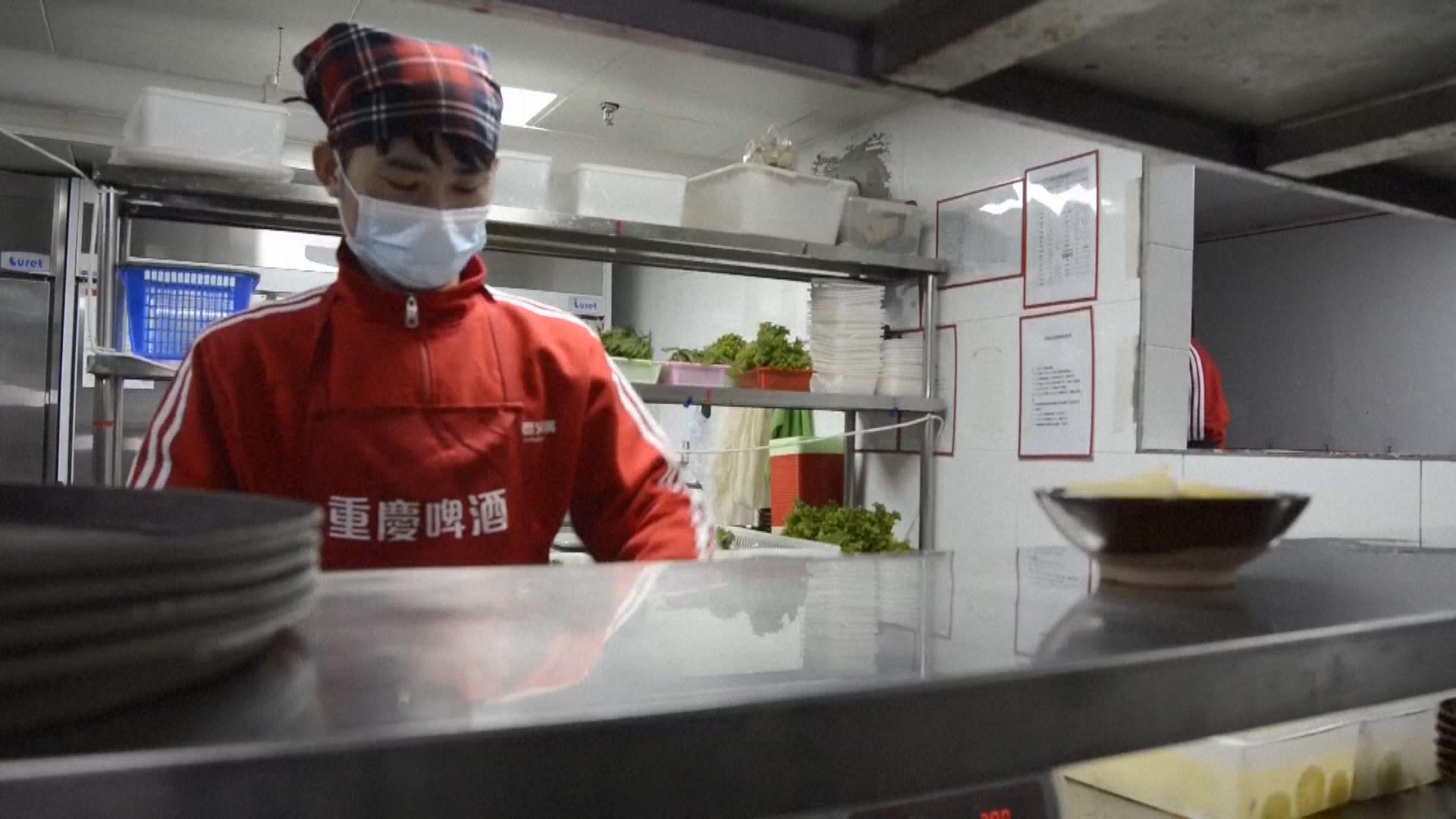 福建省通過規定 下月起餐飲從業員要戴口罩