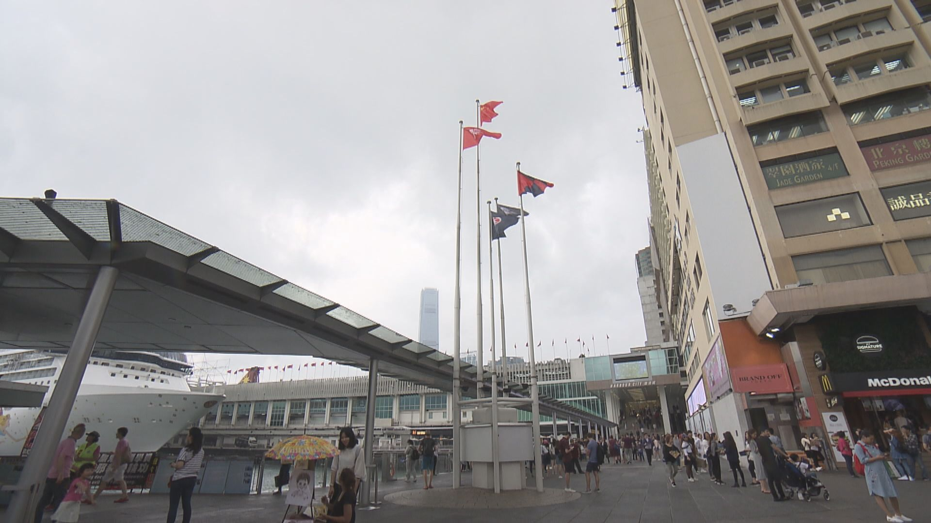 警方拘5人涉串謀侮辱國旗