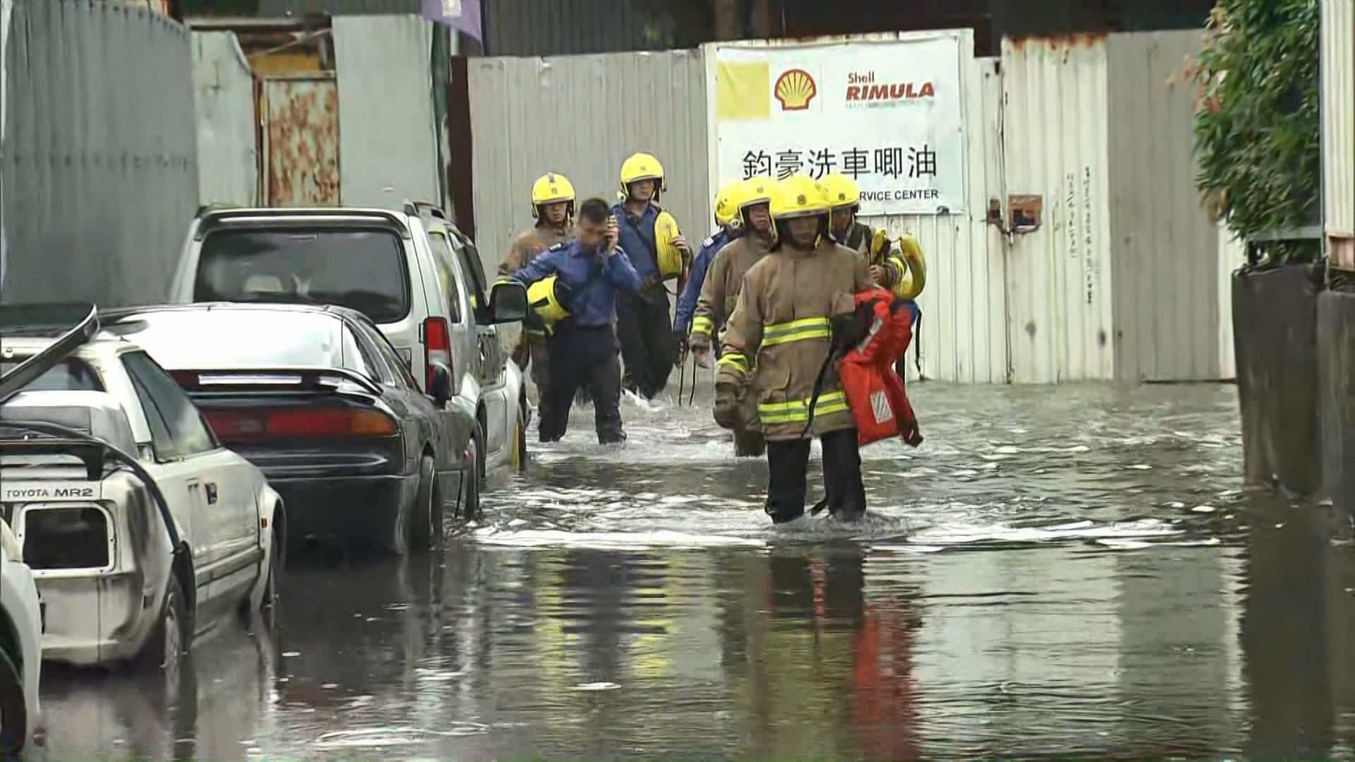黃雨警告生效期間天水圍部分地區水浸