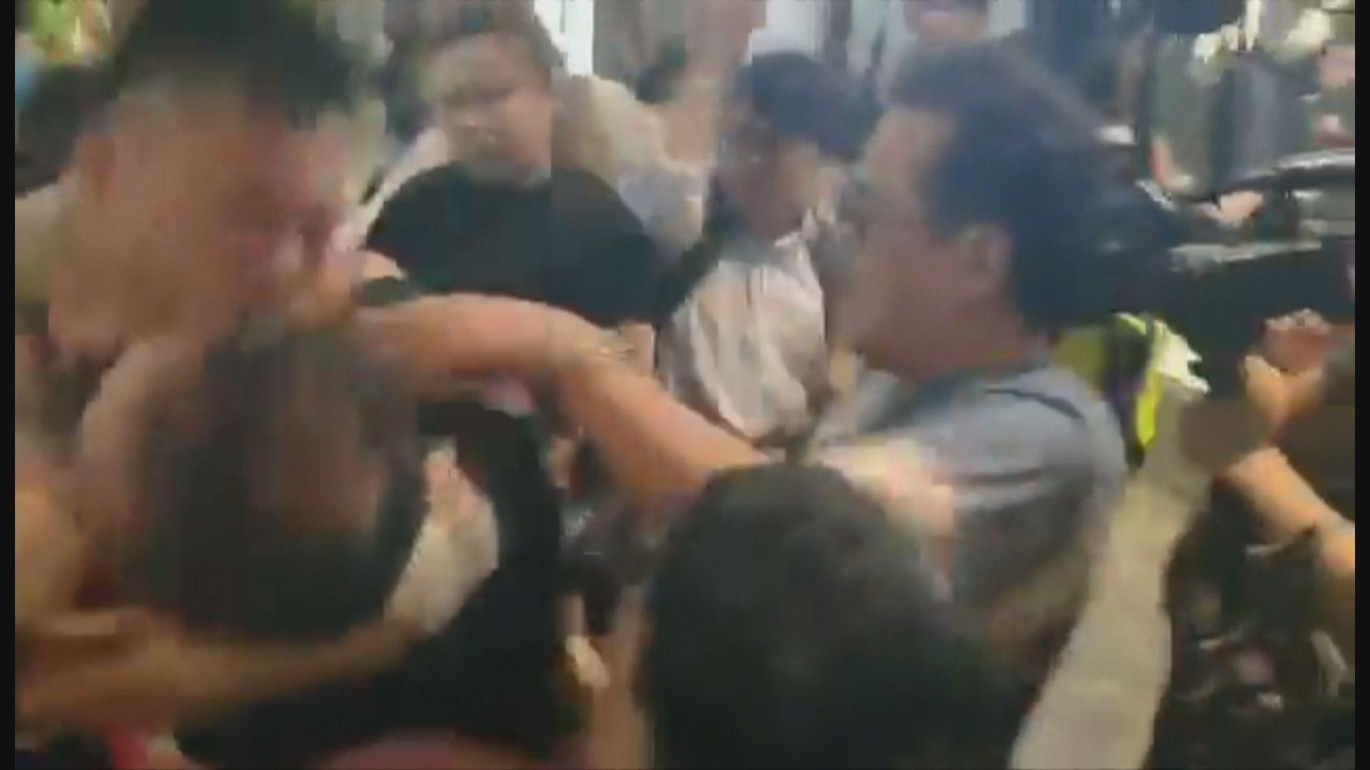 太古城中心外疑有男子持刀施襲至少五傷 趙家賢被咬甩耳殼