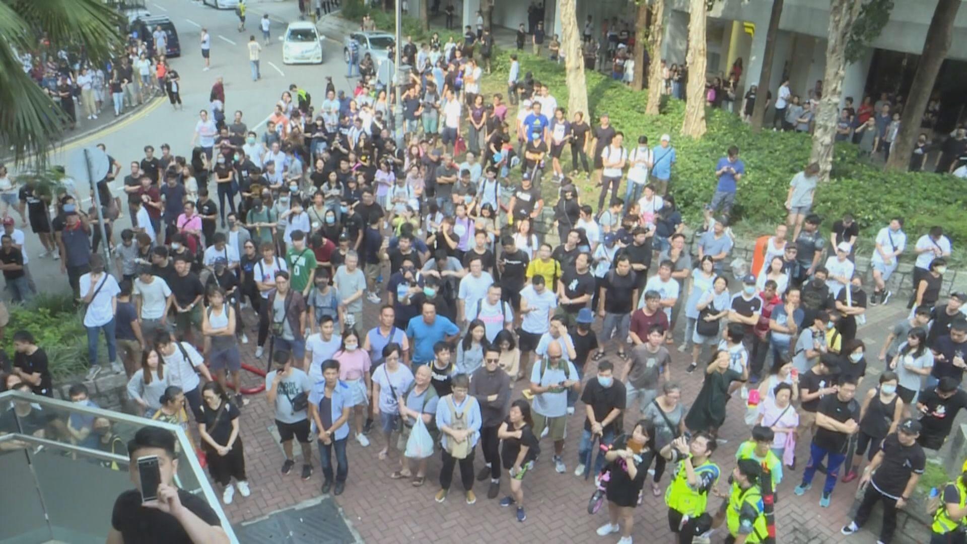 大埔警民對峙 有示威者放蟑螂蜘蛛