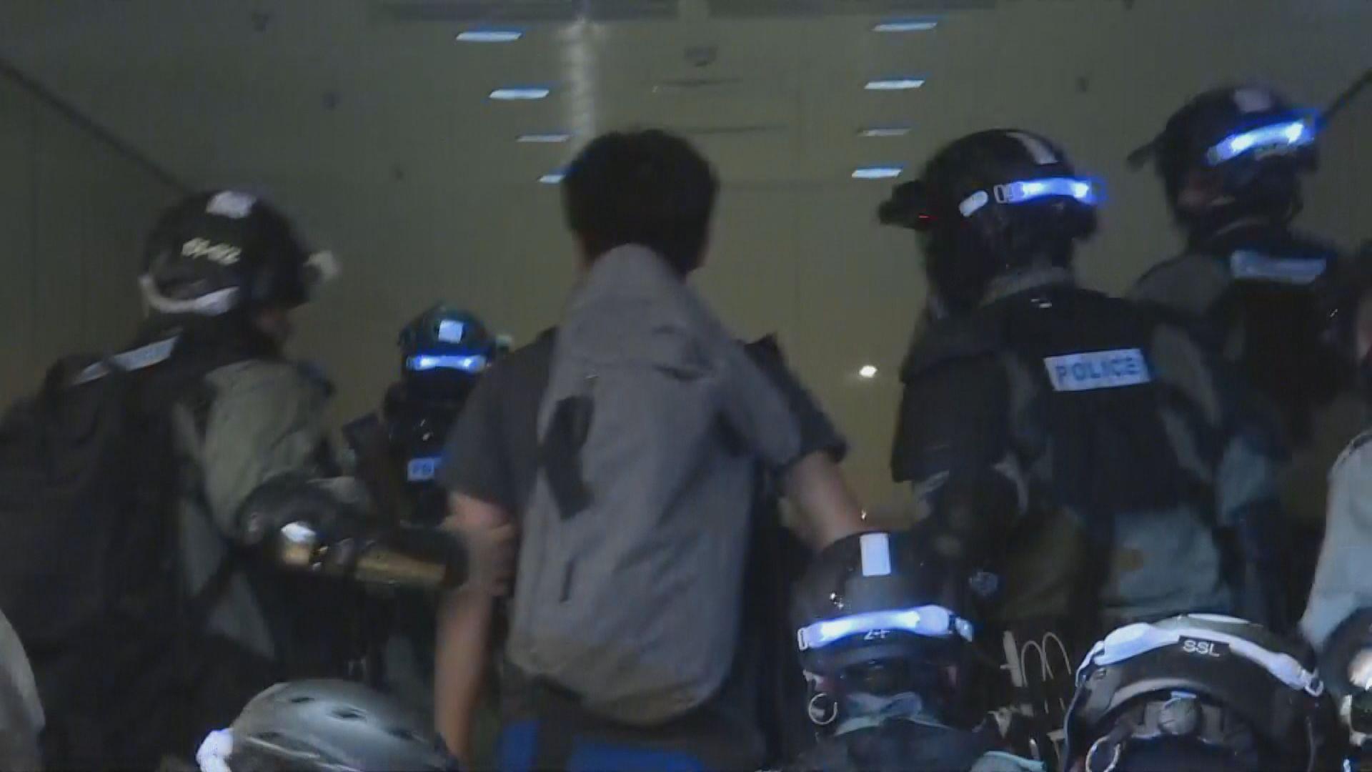 防暴警察太古城商場進行驅趕 有記者被拘捕
