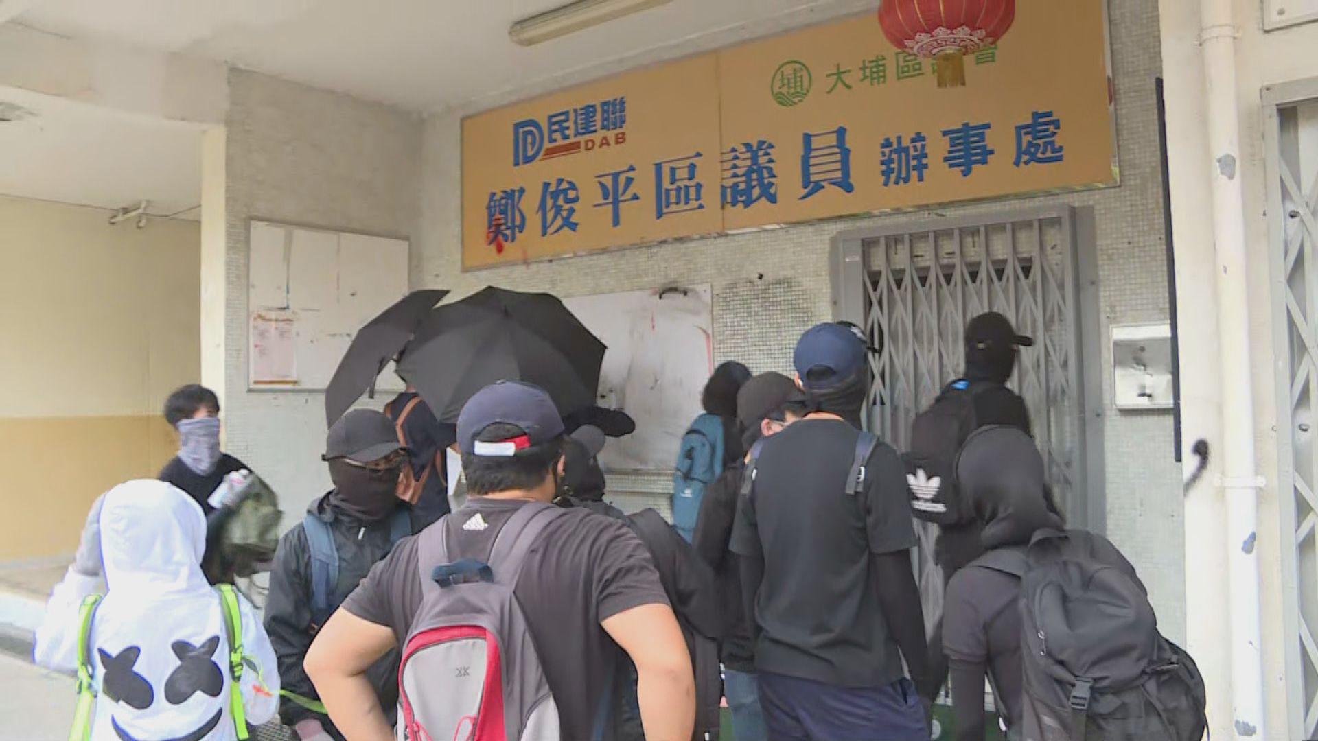 有示威者在大埔破壞區議員辦事處及食肆