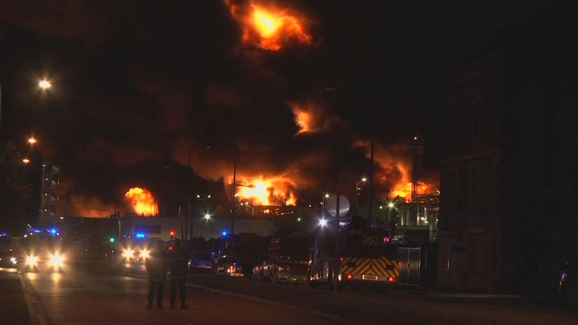 法國化工廠大火附近學校停課