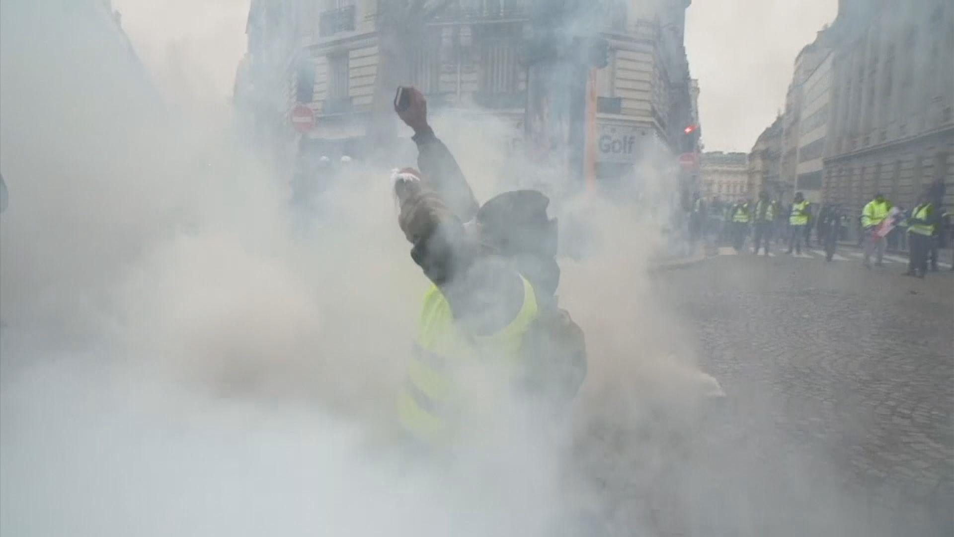據報法國警方發射橡膠子彈驅散示威者