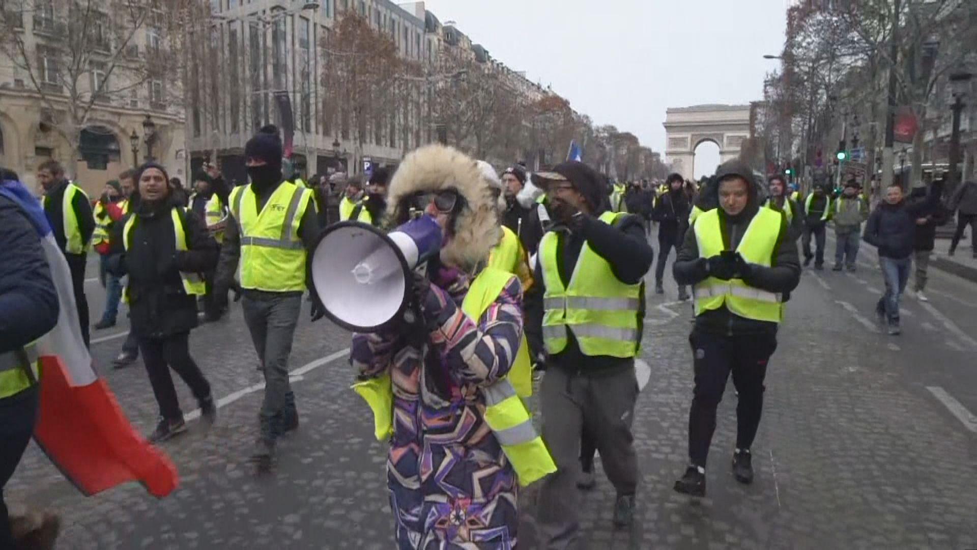法國巴黎再有黃背心示威者上街