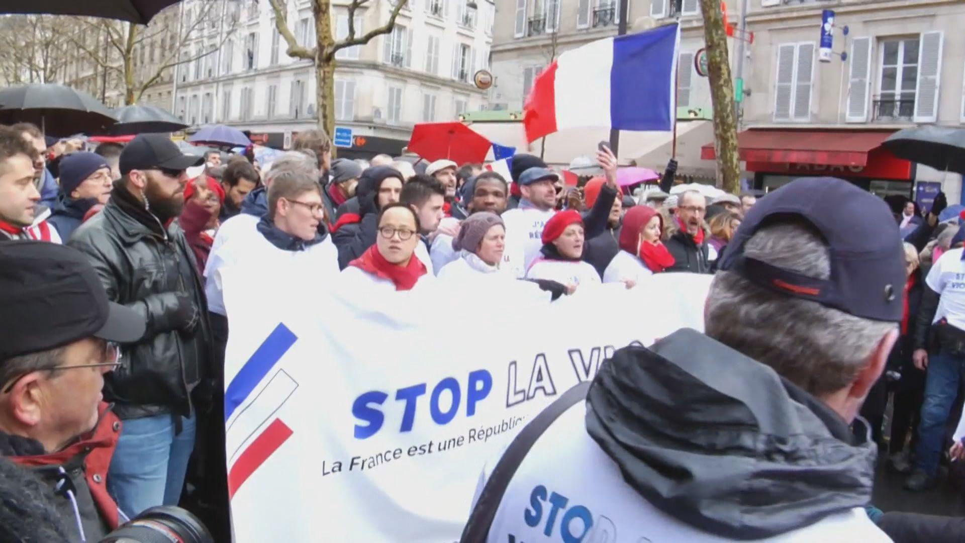 法國巴黎逾萬人遊行反對黃背心運動
