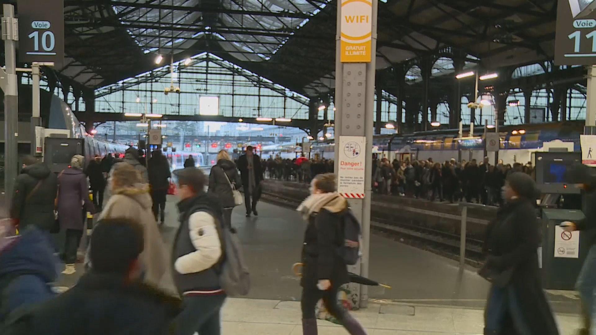 法國全國大罷工持續 巴黎大部分鐵路停駛