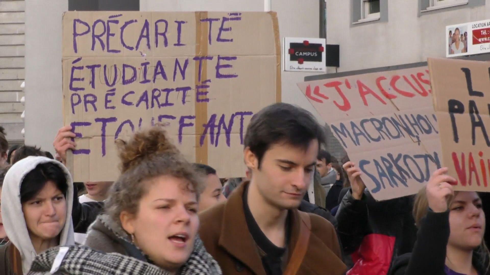 法國巴黎等多城市抗議聲援自焚大學生