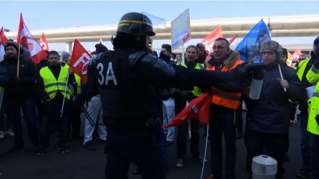 法航員工罷工 半數長途航班取消
