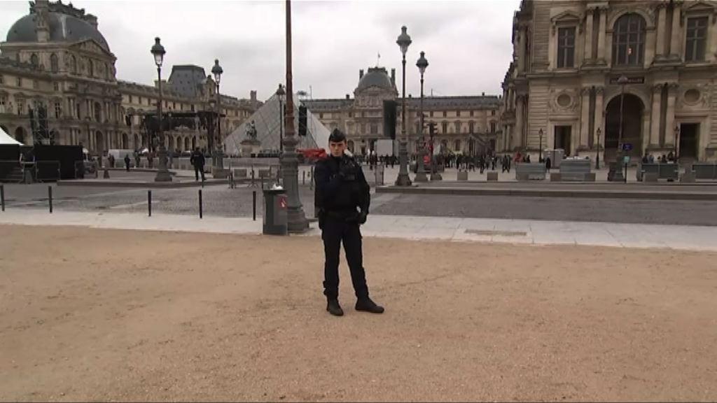 法國警方發現可疑品 疏散羅浮宮外廣場
