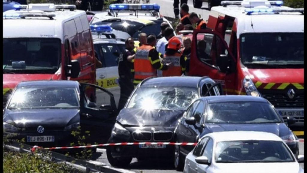 法國士兵遭撞傷釀6傷 警方開槍制服疑犯