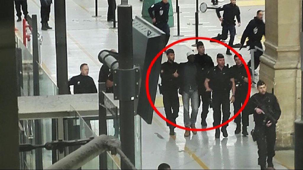 巴黎北站男子持刀威嚇警員被捕