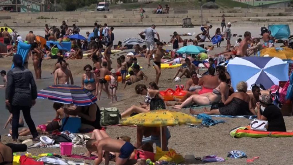 法國穿布堅尼泳衣婦女被趕離沙灘