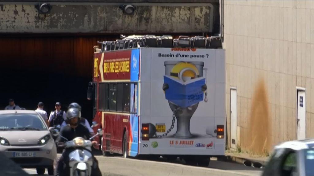 法國觀光巴士撞隧道頂部4傷