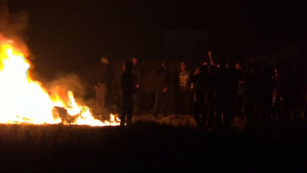 加來難民示威抗議當局清拆難民營