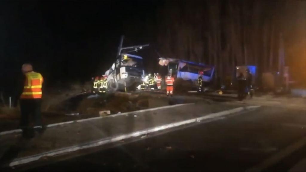 法國南部火車和校巴相撞四死