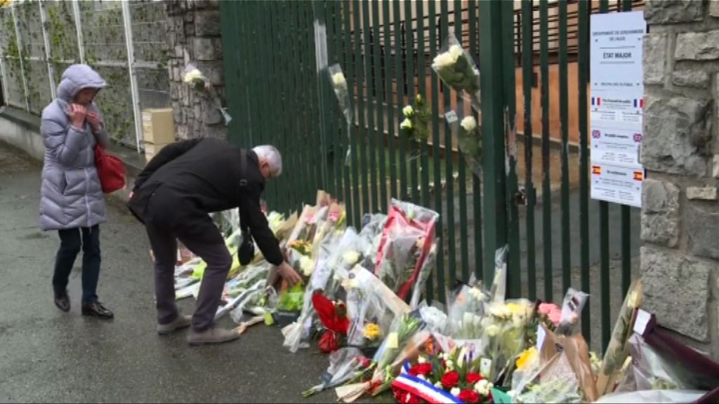 法國南部恐襲案 憲兵基地下半旗民眾獻花致哀