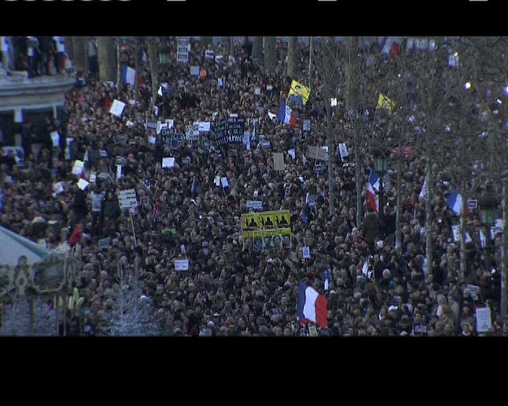 法國共和廣場有民眾聚集參加遊行