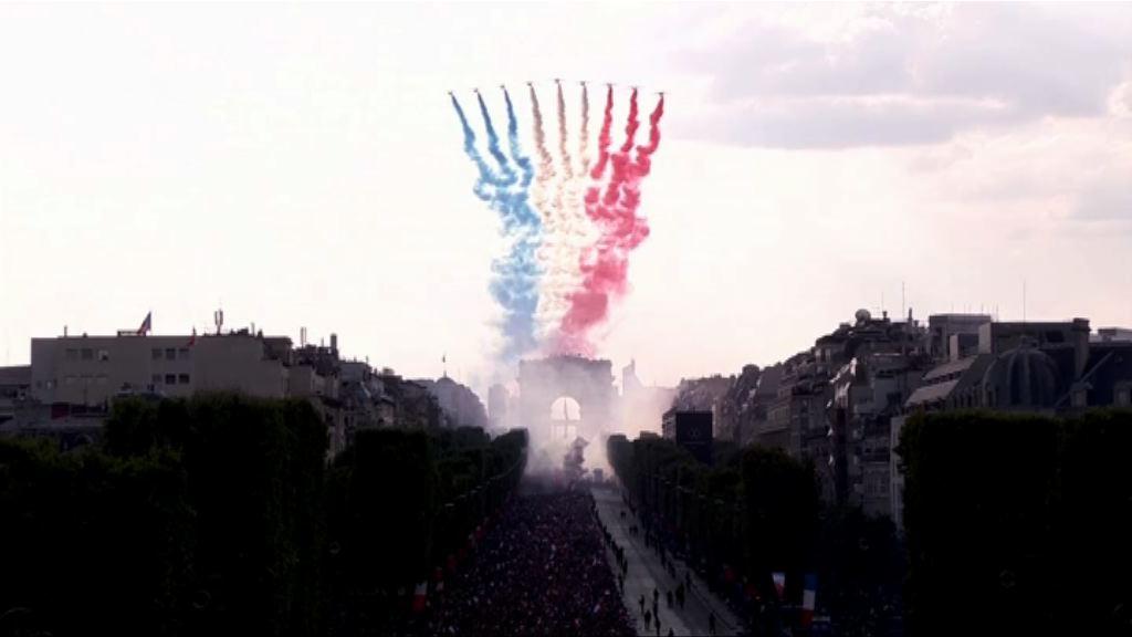 法國隊凱旋返國出席勝利巡遊