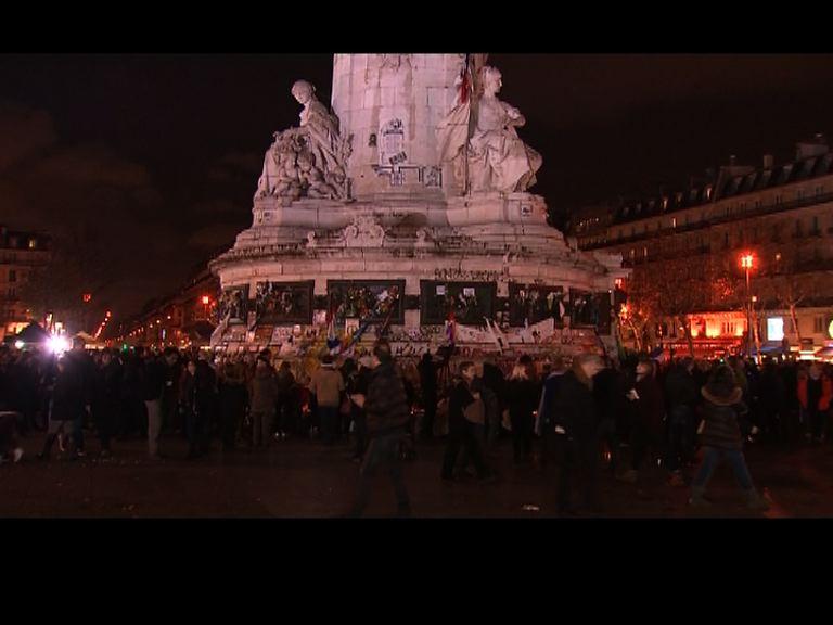 巴黎恐襲案一星期各地繼續悼念