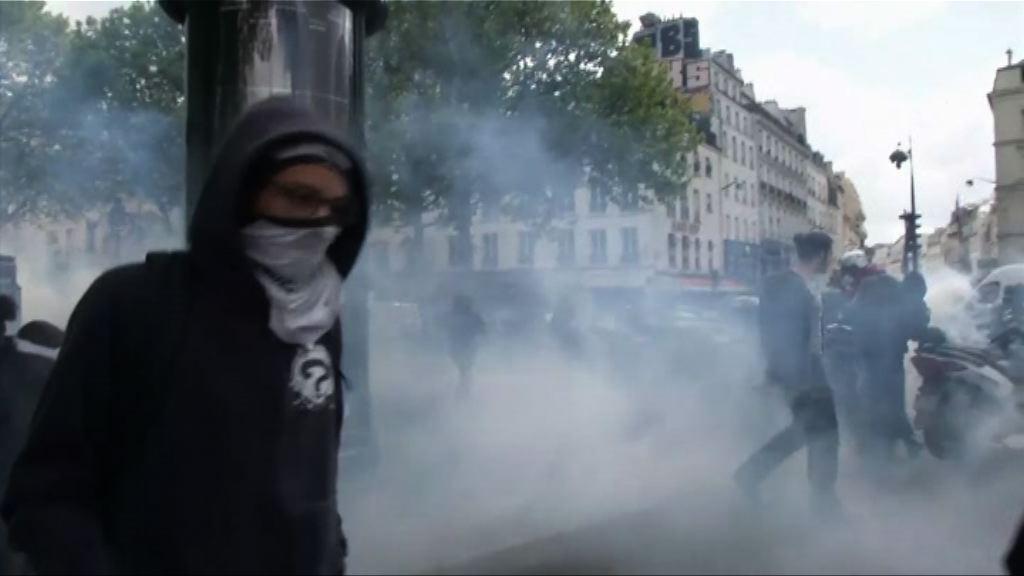 法國高中生示威不滿兩名總統候選人