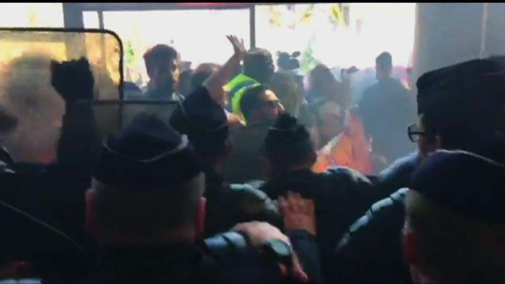 法國營鐵路工人示威爆發衝突