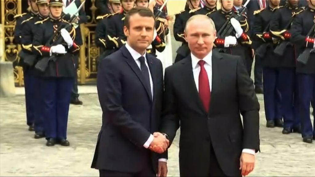普京到訪巴黎會晤馬克龍