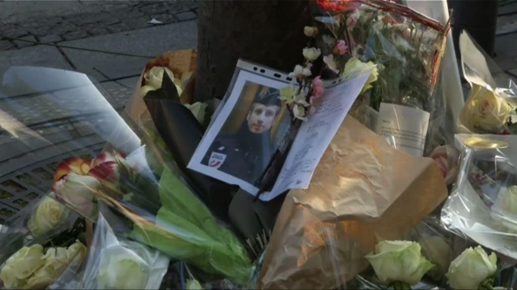 法國民眾到槍擊案現場獻花悼念死者