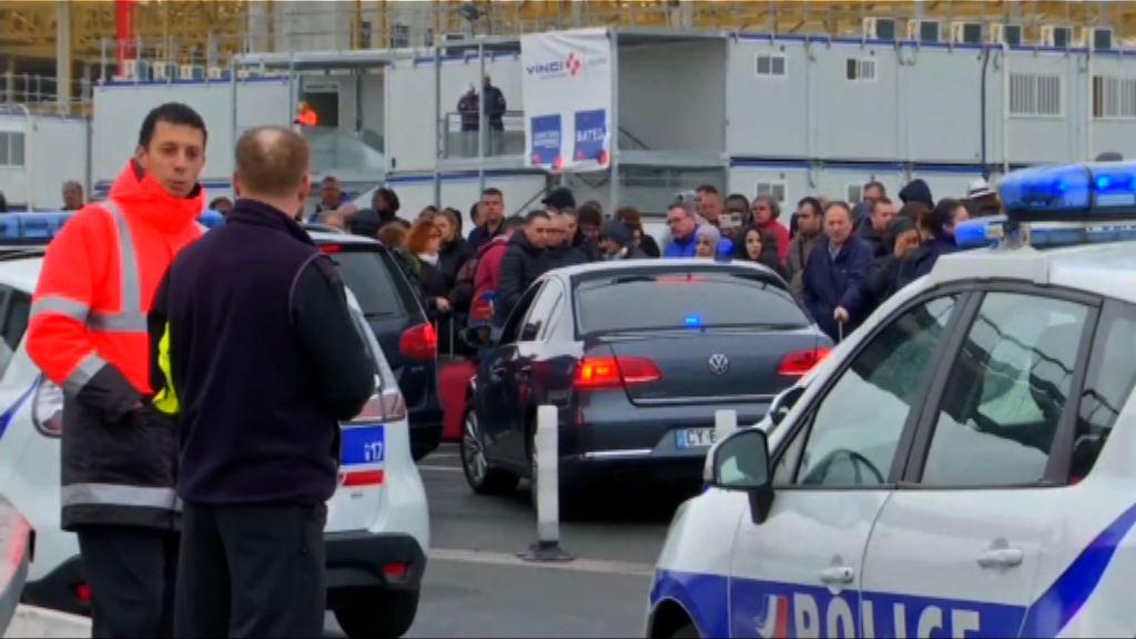 法國男子搶走軍人槍械遭擊斃