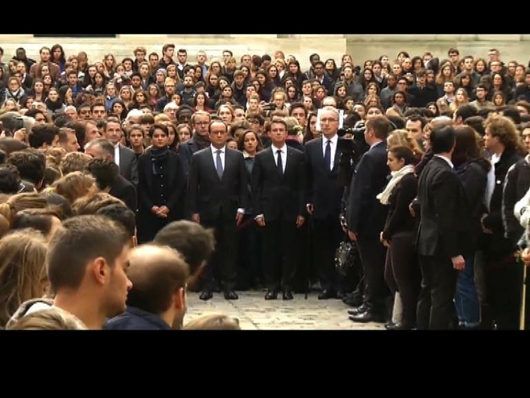 法國全國默哀悼襲擊死難者