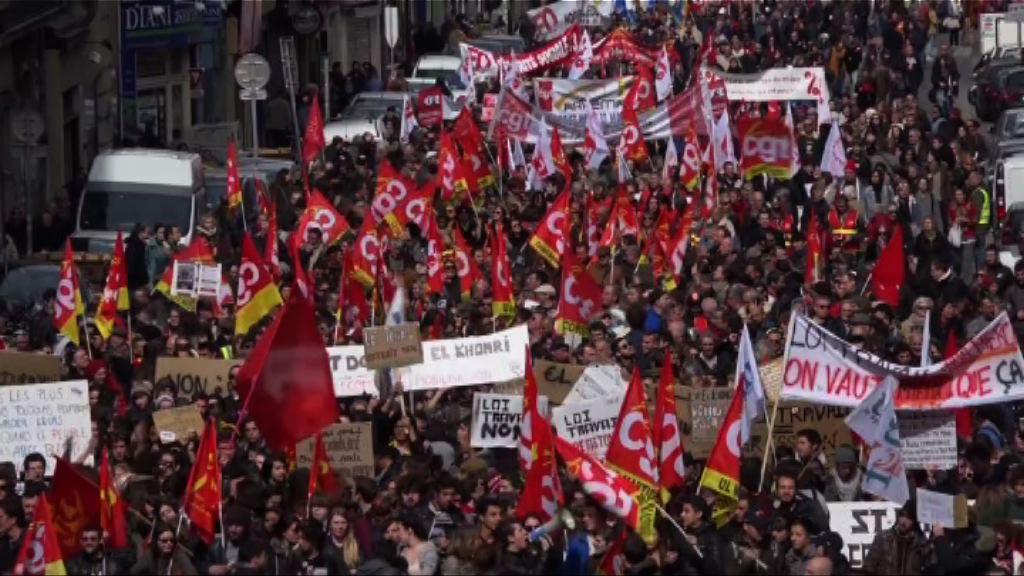 法國多個城市示威抗議新勞工法