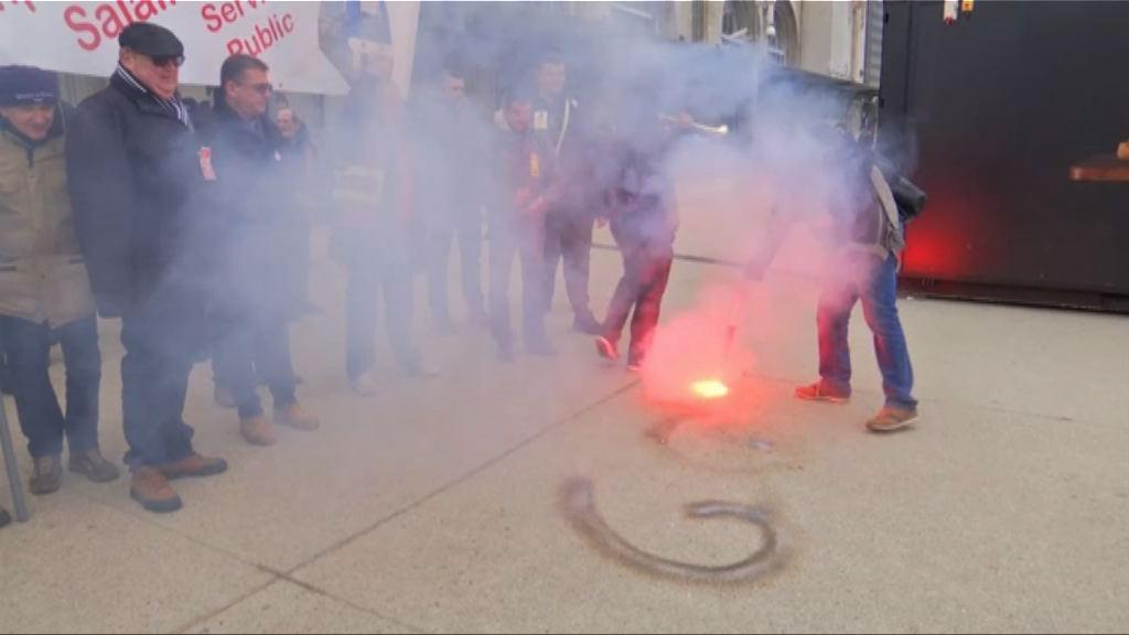 法國大罷工抗議削減公務員職位