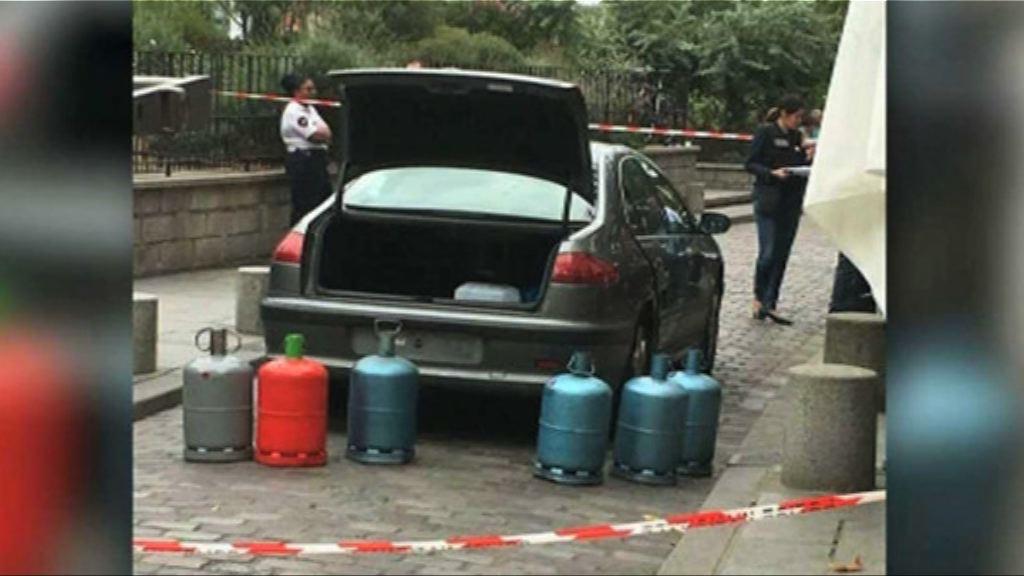 巴黎聖母院外棄置汽車藏氣罐