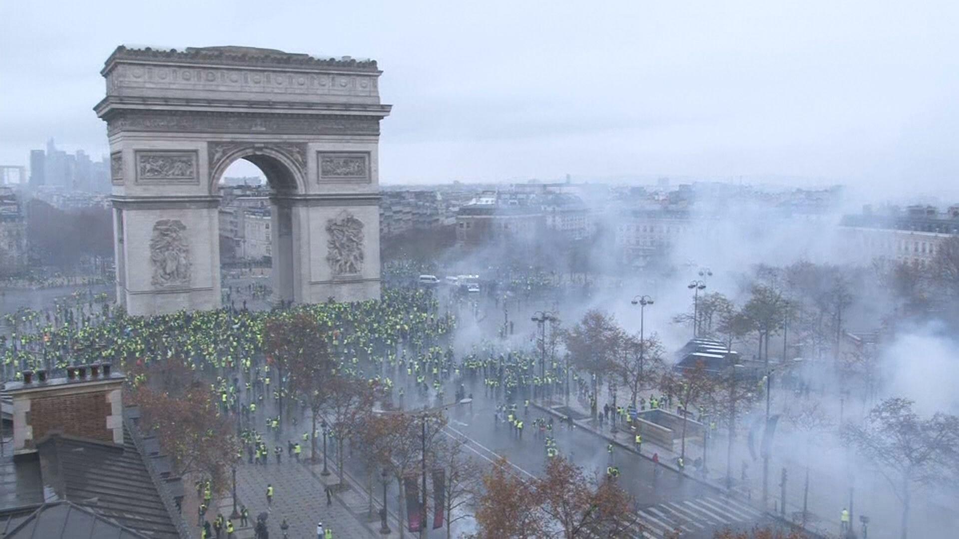 法國巴黎再有示威抗議上調燃油稅