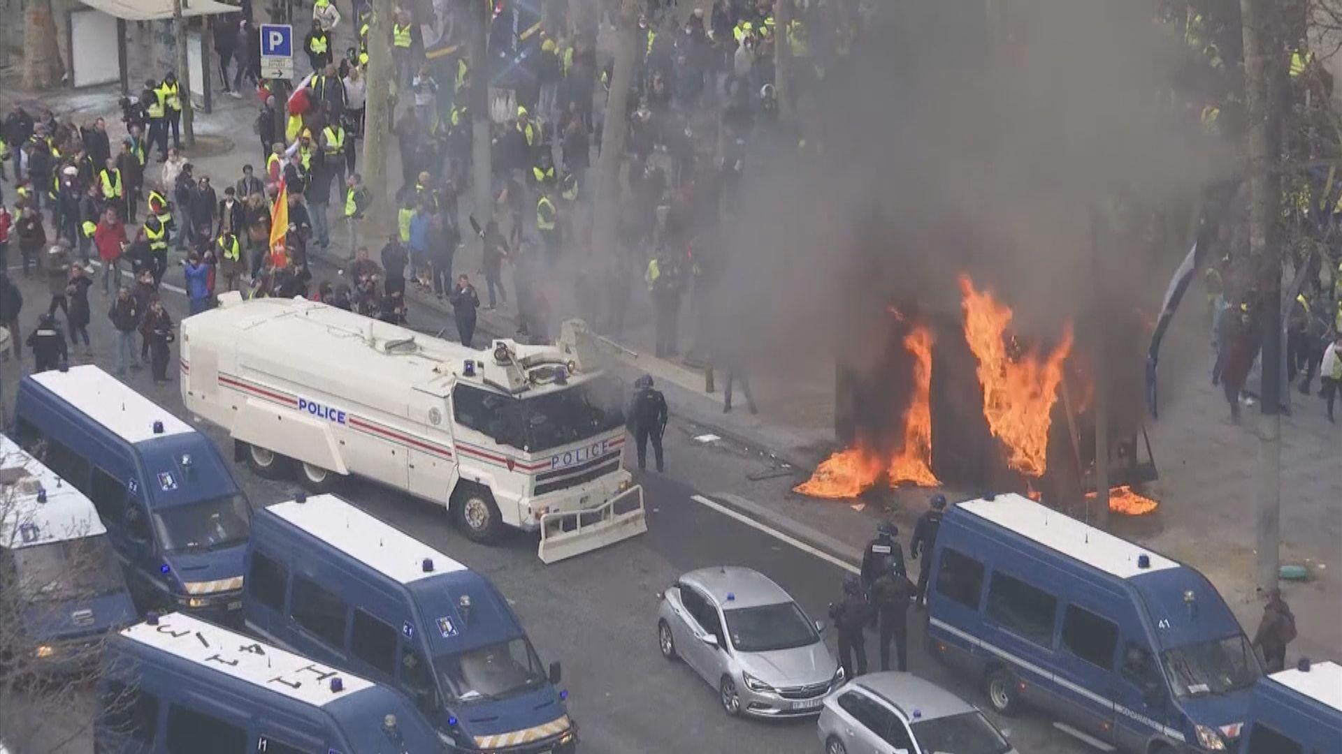 黃背心示威者巴黎到處縱火