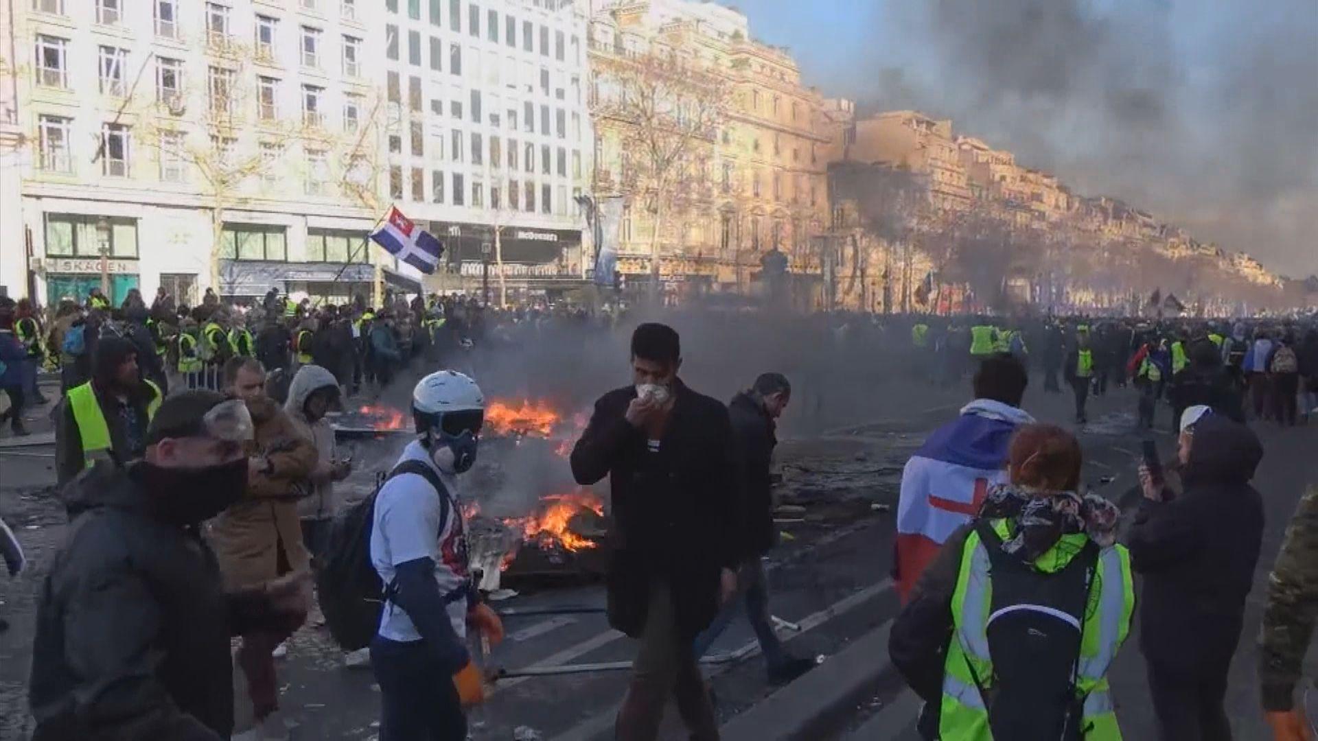 法國黃背心爆發暴力衝突警拘逾二百人