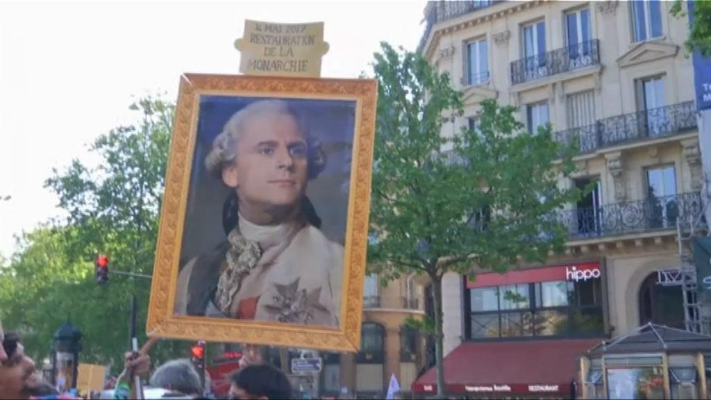 巴黎舉行示威抗議馬克龍施政