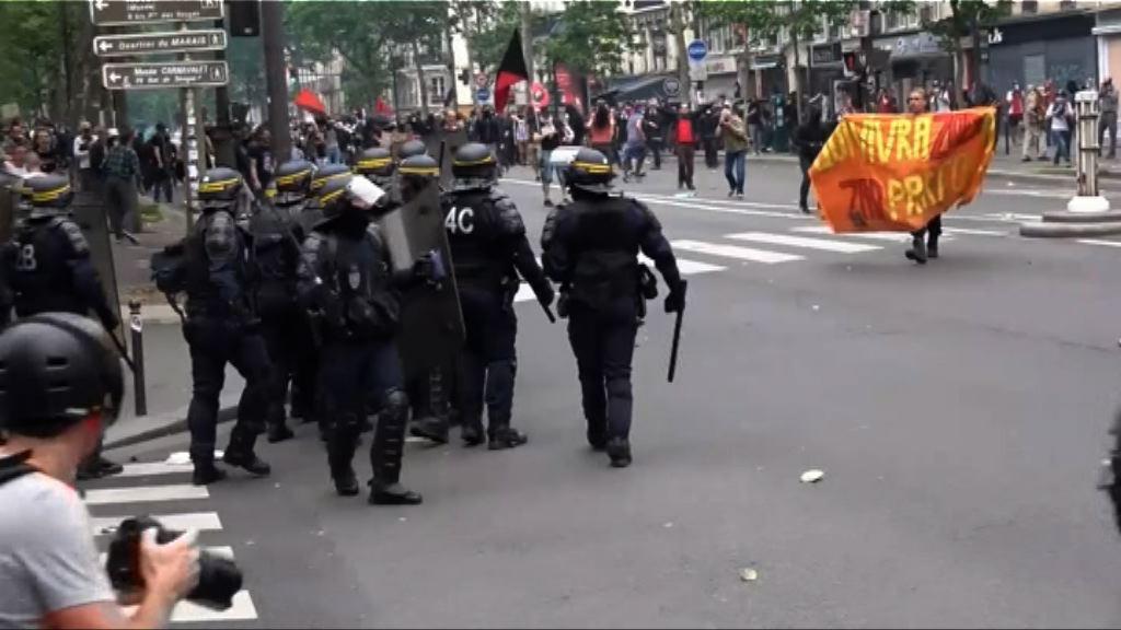 巴黎示威者抗議期間與警爆衝突