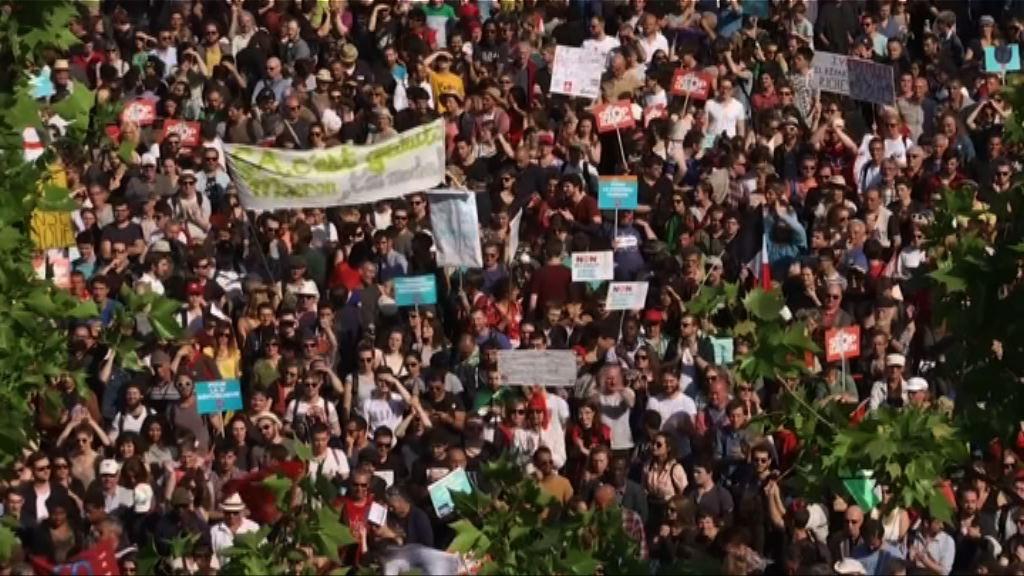 巴黎數萬人示威抗議馬克龍施政