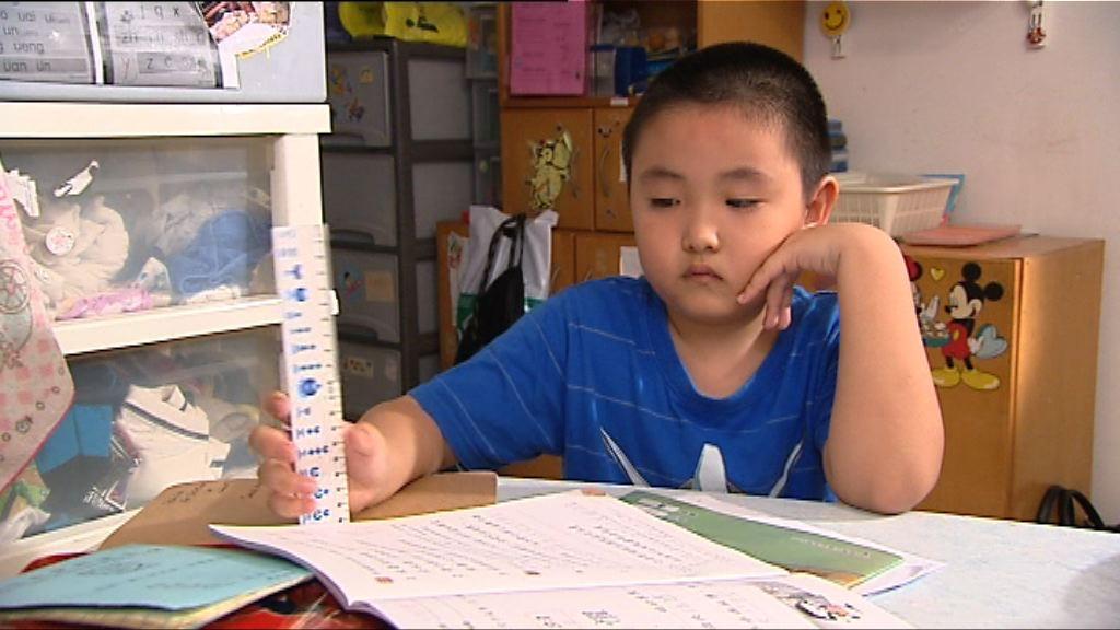 【新聞極客】小學生功課多 促在校完成