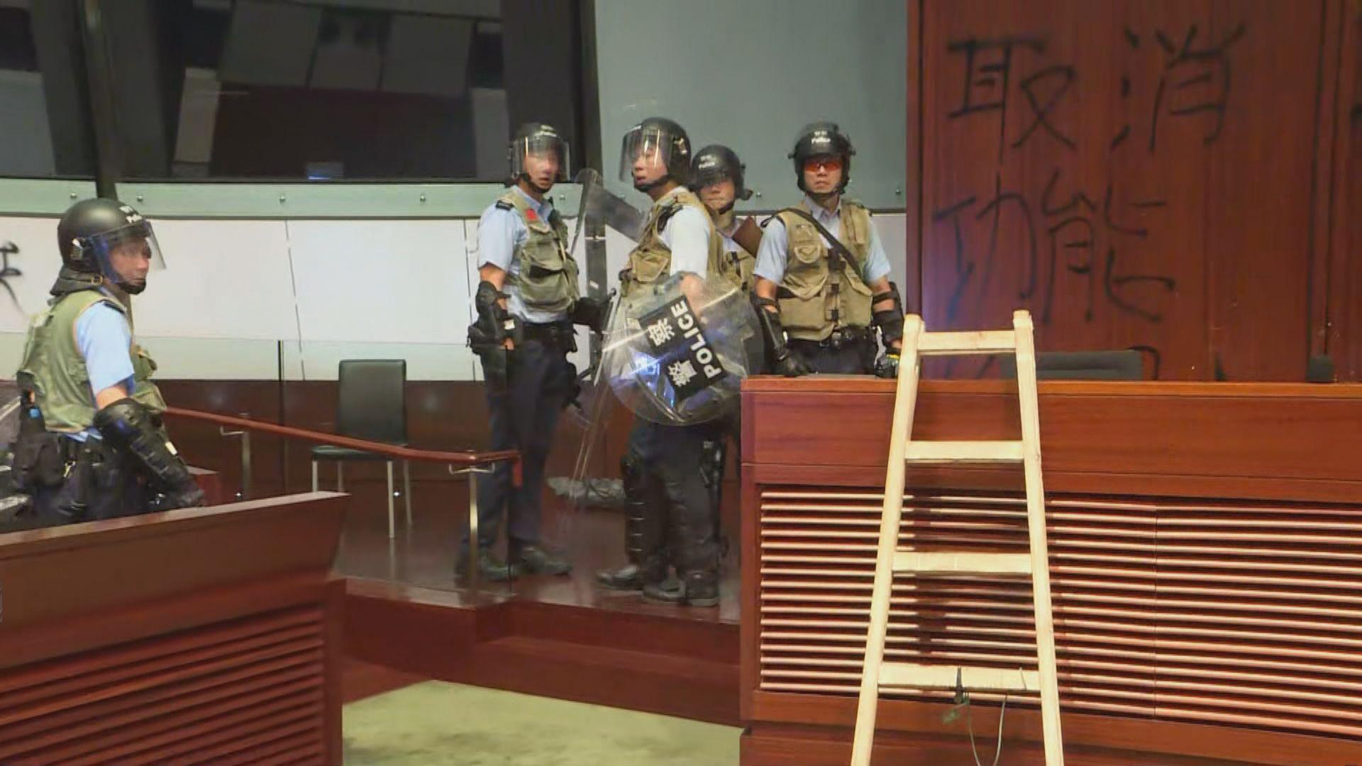 警方搜查立法會大樓未有發現示威者