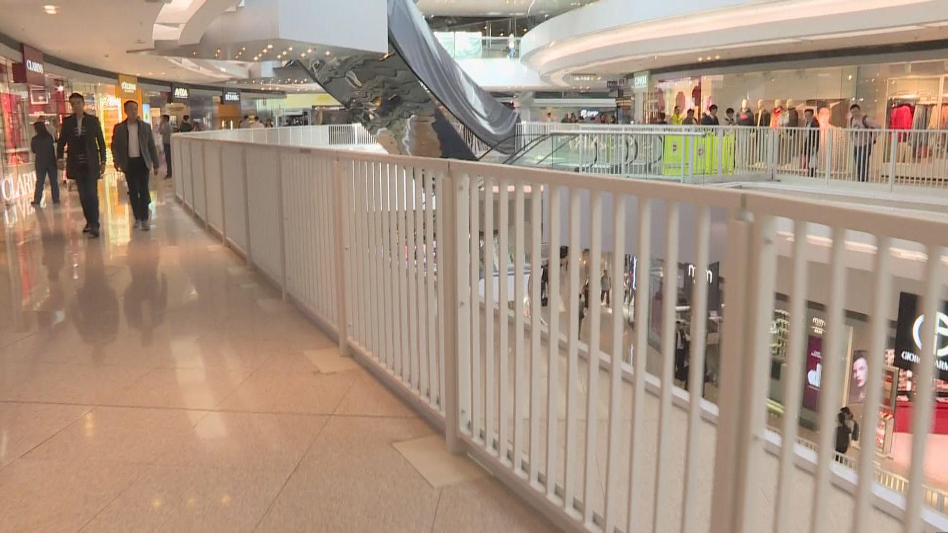 又一城商場重開 玻璃圍欄以白色欄杆取代