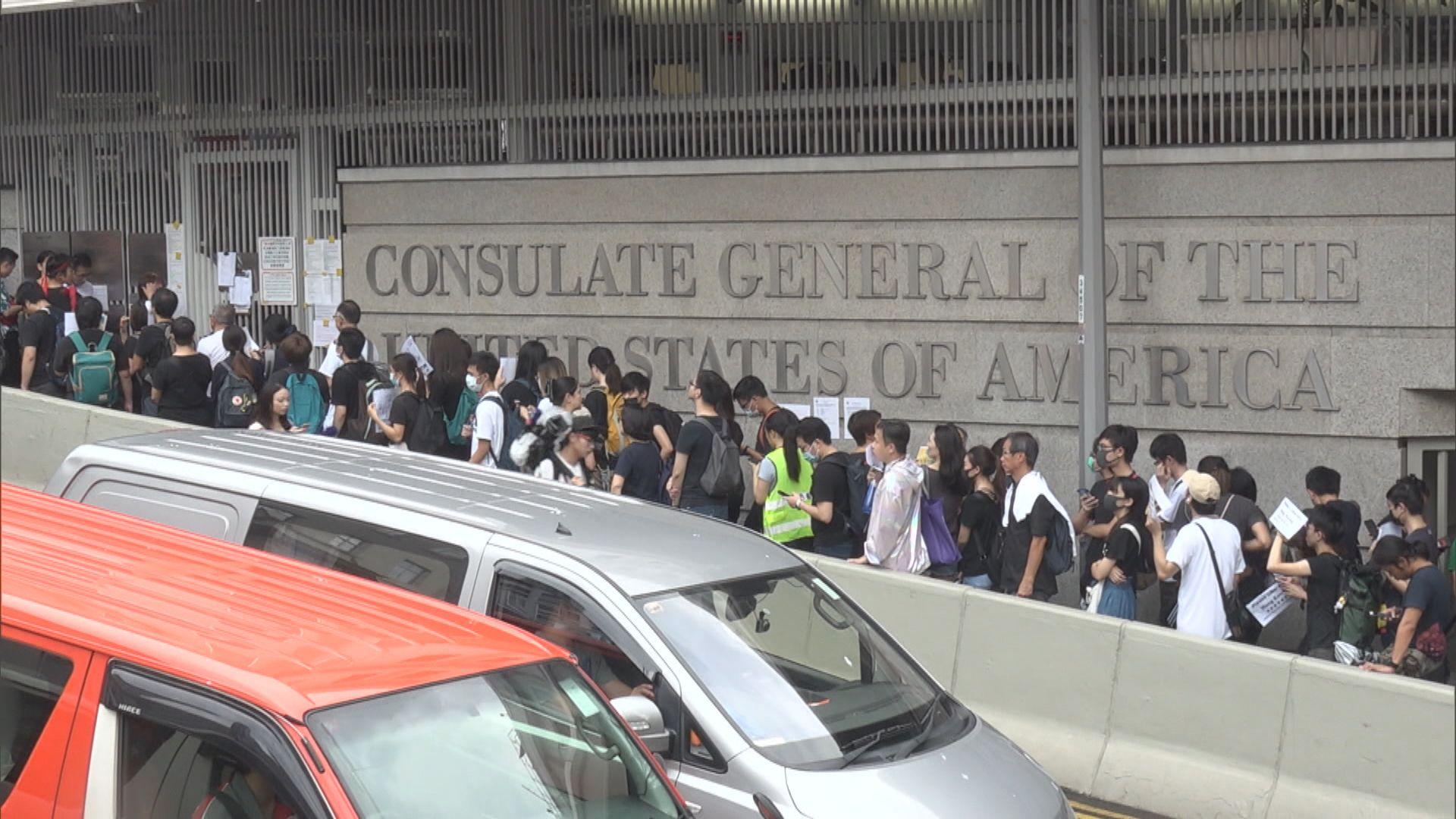 過千人響應網上號召遊行到各國領事館請願